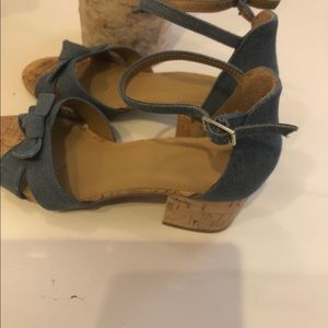 Aerosols size 7 1/2 blue Jean sandals with cork